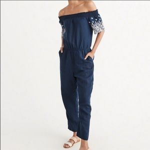 ABERCROMBIE & FITCH NAVY BLUE OFF THE SHOULDER